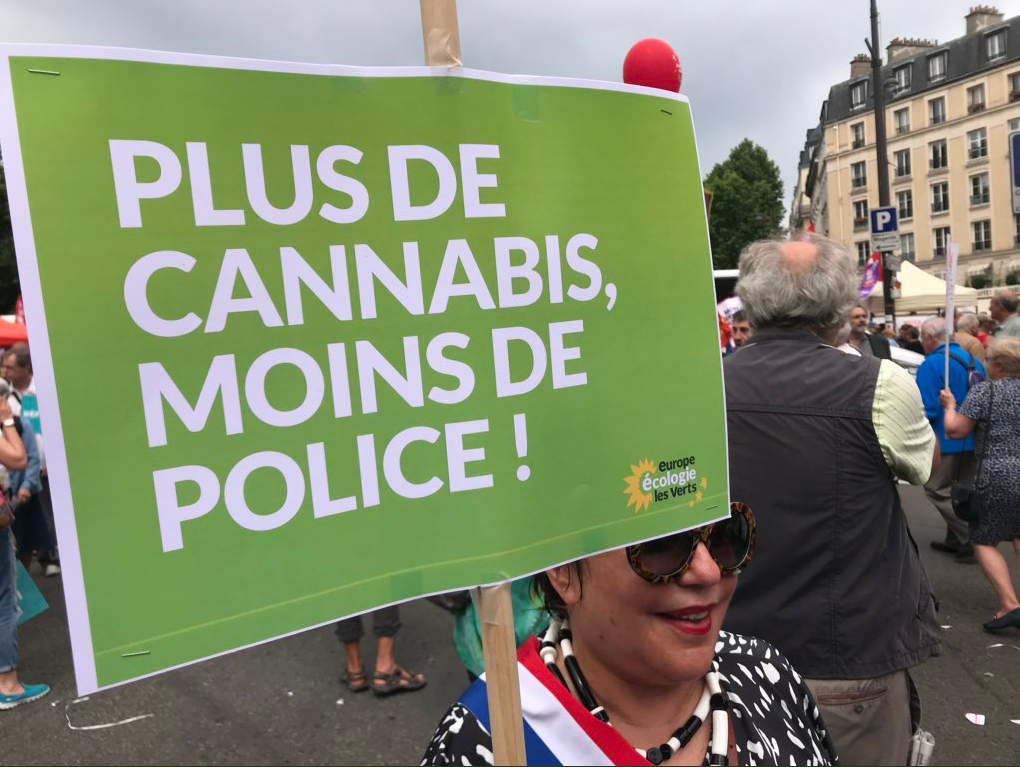 "Esther Benbassa veut ""plus de cannabis"""